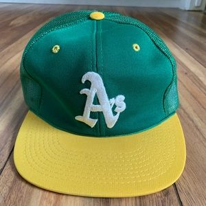 1990 Oakland A's Mesh SnapBack hat.
